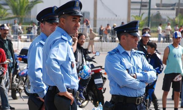 Les fonctionnaires de police sont tenus de consolider le principe de la formation continue dans le cadre du respect du droit de l'Homme.
