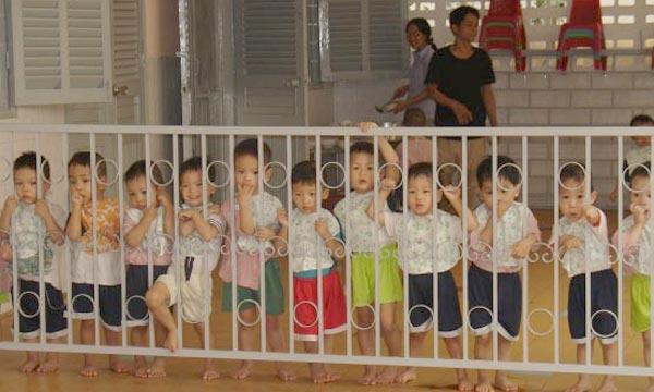 Les USA et le Vietnam travaillent sur les questions du bien-être des enfants et de la reprise des adoptions. Les nouvelles adoptions américaines seront limitées aux enfants de plus de 5 ans et aux enfants ayant des besoins spéciaux. Ph : cote-momes.c