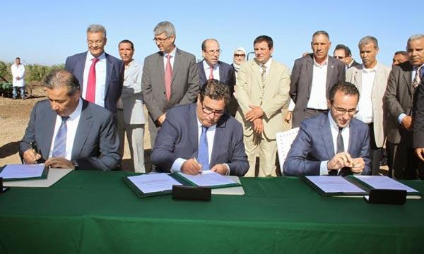 Tariq Sijilmassi, le président du GCAM ; Aziz Akhannouch, ministre de L'Agriculture et de la Pêche Maritime ; et Youssef Moamah, président de l'AMIAG.