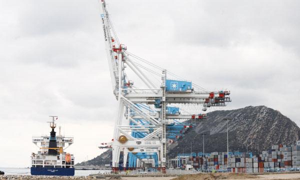 Hub Logistique • Le développement du port de Tanger Med a eu un impact majeur sur le repositionnement du royaume en tant que véritable plaque tournante de la logistique régionale et internationale.Ph. AFP