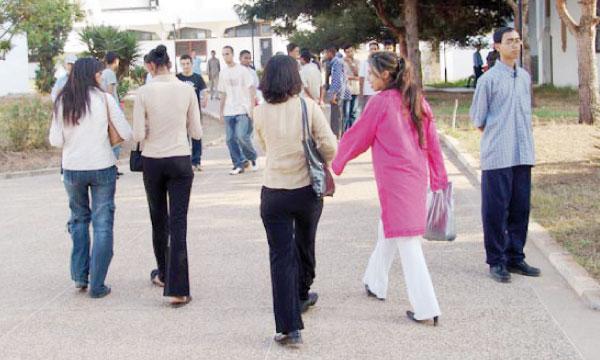 Des journées portes ouvertes et des campagnes d'information ont été organisées afin d'orienter les étudiants.