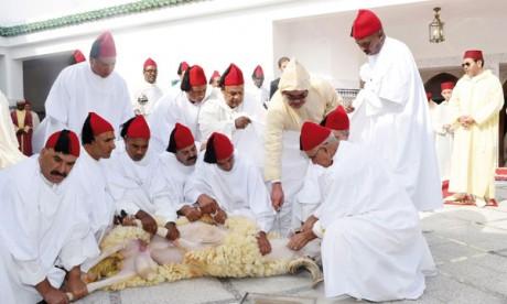 Le Souverain procède au rituel du Sacrifice et reçoit les vœux en cette heureuse occasion