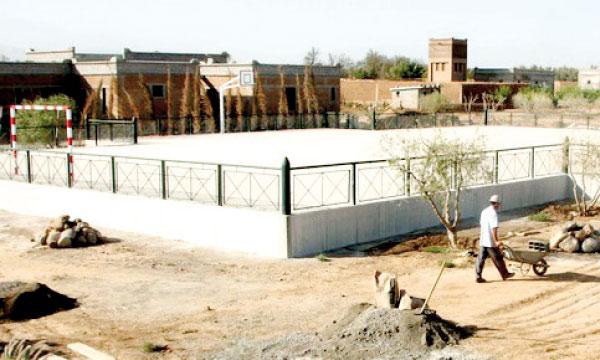 Le centre comprend, entre autres, des salles de classe, un internat, un réfectoire et des ateliers.
