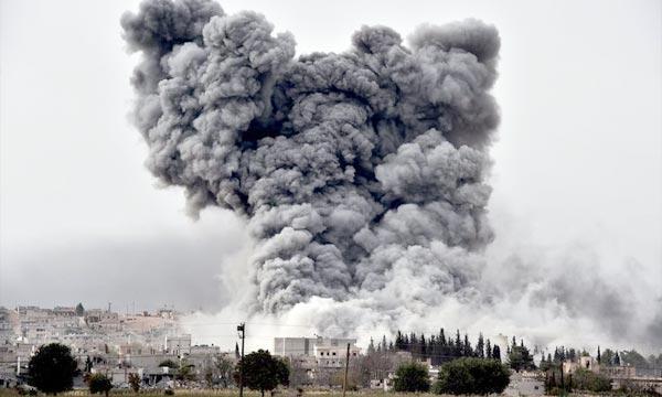 Assaut des jihadistes contre la ville kurde de Syrie Kobané. Obama a annoncé qu'une «nouvelle étape» s'ouvrait en Irak où les Américains veulent lancer une offensive contre les jihadistes. Ph : AFP