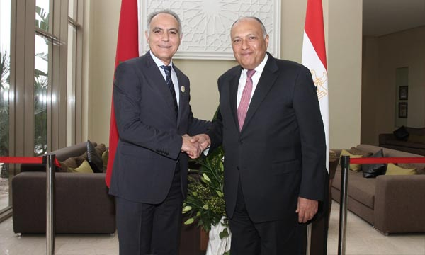 Salaheddine Mezouar, s'entretient, à Fès, avec son homologue égyptien, Sameh Choukri, des moyens de renforcer les des moyens de renforcer les relations maroco-égyptiennes. Ph : MAP