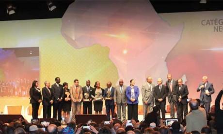 Photo souvenir avec les lauréats des trophées de la coopération Sud-Sud lors de la clôture du Forum Afrique Développement le 20 février à Casablanca.      PH. Saouri