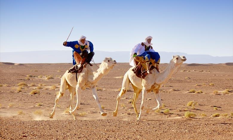 Si les nomades aspirent à plus de modernité, tous veulent défendre et préserver leur culture. L'ANM organise le Festival international des nomades à M'Hamid El Ghizlane. Ph : nomadsfestival.wordpress.com