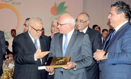 Photo du premier ministre Abdelilah Benkirane, du ministre délégué Peter Bleser et du ministre de l'Agriculture et de la pêche maritime, Aziz Akhannouch.