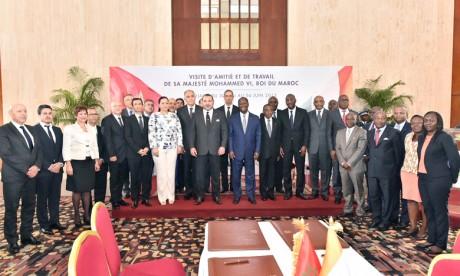 S.M. le Roi et le Chef de l'État ivoirien président à Abidjan  la cérémonie de signature de six accords bilatéraux