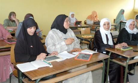 Le projet de transcription du Saint Coran a reçu un accueil si enthousiaste que le ministère a dû limiter la participation  à un mot à transcrire par chaque femme.