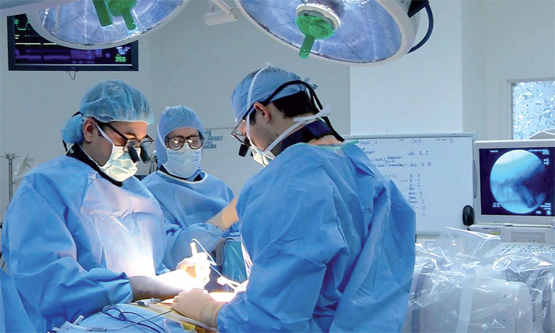 L'hôpital Cheikh Ibn Zaid est surtout spécialisé en oncologie, en pathologies cardiovasculaires et en grossesses à risque.