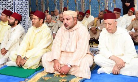 S.M. le Roi accomplit la prière du vendredi  à la Mosquée Mohammed VI à M'Diq
