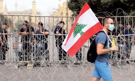 C'est dans un contexte de marginalisation du monde arabe que la rue libanaise s'éveille, sans arrière-pensée fanatique ou partisane, mais avec des revendications de citoyens d'un pays au bord de l'implosion.