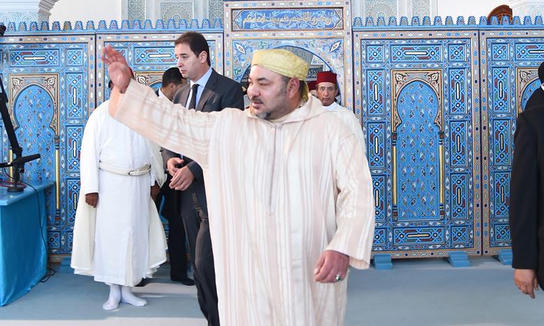 S.M. le Roi Mohammed VI, Amir Al Mouminine, accomplit la prière  du vendredi à la mosquée Mohammed V à Fnideq