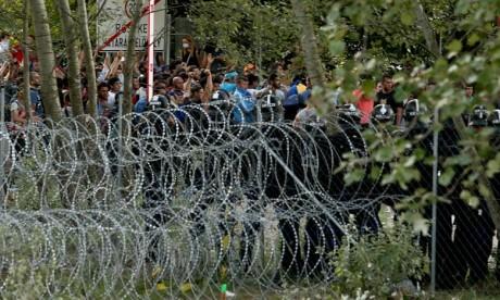 Orban évoque la probable construction d'un mur