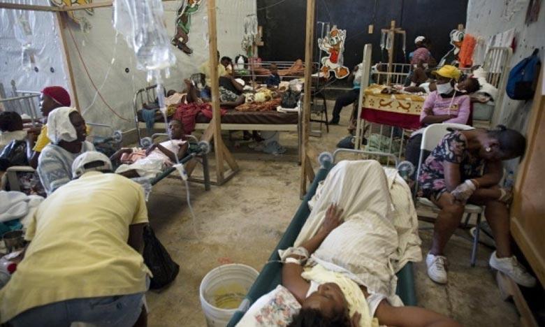 L'hôpital de La Providence, aux Gonaïves, traite des victimes de l'épidémie de choléra dans une pièce improvisée dans un ancien hangar. Ph : lapresse.ca