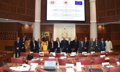 Les Parlements promulguent des lois unifiées