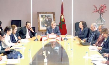 Le gouvernement appelé à accélérer la mise en œuvre  des dispositions constitutionnelles