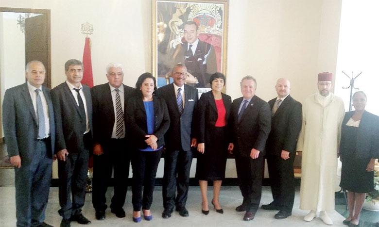 L'ambassadeur des États-Unis était accompagné de Thomas W. Keefe, J.D., président de l'Université de Dallas, et de Brett J.L. Landry, doyen du «College of Business».