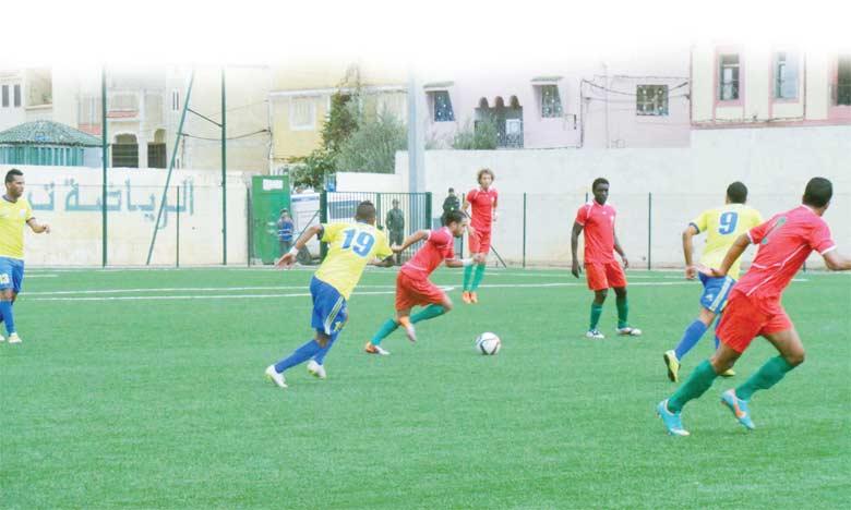 Taounate, qui a subi sa première défaite de la saison à Oujda, ne compte plus que deux longueurs d'avance sur l'Union de Sidi Kacem.