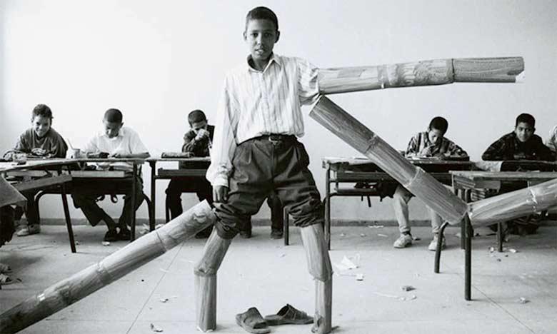 Une des œuvres de Hicham Benohoud extraites de sa série «salle de classe» .