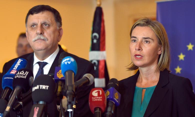 La chef de la diplomatie européenne, Federica Mogherini et le Premier ministre libyen Fayez Al-Sarraj, lors d'une conférence de presse, à Tunis. Ph : AFP