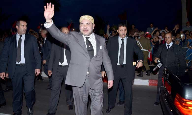 Les populations réservent un accueil des plus chaleureux à Sa Majesté le Roi Mohammed VI à l'occasion de cette visite bénie qui honore la région dans son ensemble