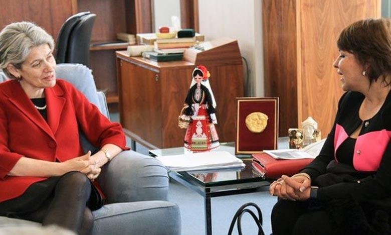 La ministre déléguée chargée de l'Environnement, Hakima El Haite, s'entretenant, à Paris, avec la directrice générale de l'Unesco, Irina Bokova. Ph : morocconews.net