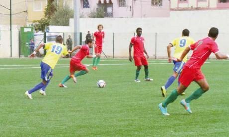 Oued Zem creuse l'écart, Sidi Kacem s'en tire bien