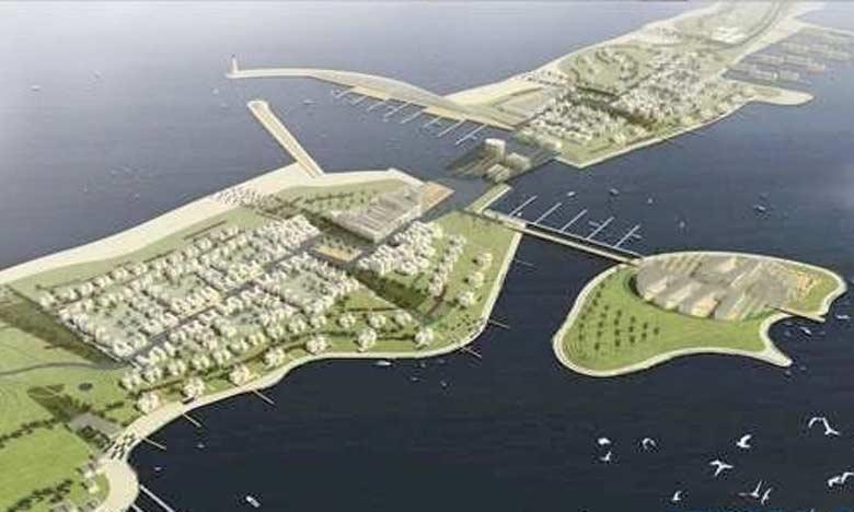 Le projet porte notamment sur la réalisation de 3 postes pétroliers adossés à la digue principale, d'une rampe RoRo et d'un quai de service de 384ml.