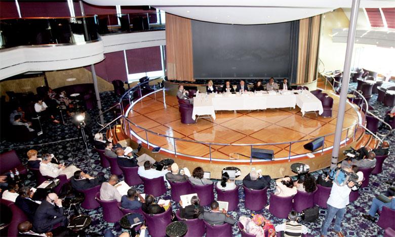Durant les deux journées de travaux à bord du bateau de croisière, les participants ont pris part à sept conférences thématiques. Ph.MAP