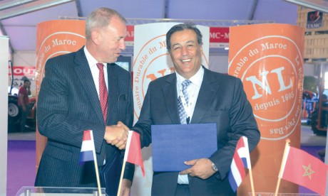 Le GCAM scellant sa convention avec l'ambassade des Pays-Bas au Maroc.