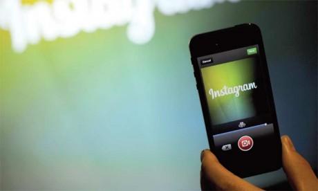 Instagram, la plateforme de partage de photos rachetée par Facebook en 2012 pour un milliard de dollars, est devenue le réseau social privilégié de la mode et du luxe.