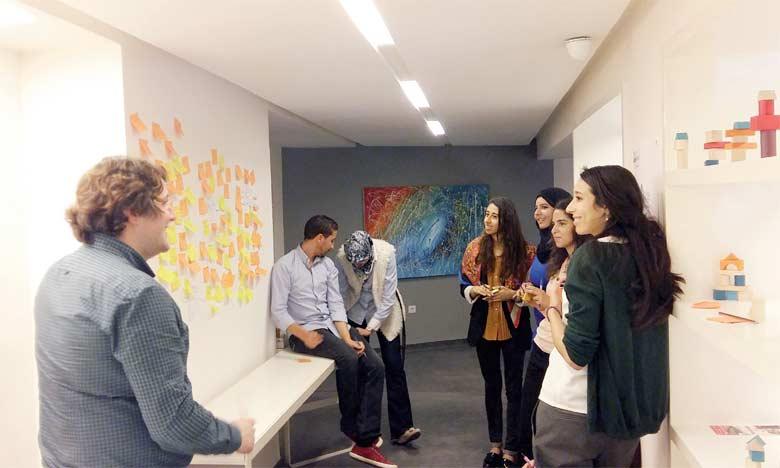 Les entrepreneurs incubés bénéficieront de formations sur des problématiques entrepreneuriales  transverses, de mentorat à titre individuel et pourront profiter de l'espace de travail collaboratif tout équipé.