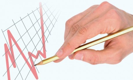 Du point de vue des prêteurs, la dette est une véritable aubaine. Elle permet de recycler en crédits à moindre risque les excédents d'épargne, obtenus grâce à la performance de l'économie d'un pays (productivité des salariés  et compétitivité des ent