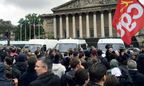 La mobilisation a connu un pic le 31 mars avec 390.000 manifestants dans toute la France. Depuis les cortèges se sont réduits et radicalisés, avec plusieurs incidents violents et des blessés.