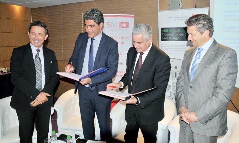 Le protocole d'accord a été signé le 25 mai à Casablanca par le directeur général de l'Aderee, Saïd Mouline (2e à partir de la droite), et le DG d'ABB Maroc  et Tunisie, Khaled Torbey.