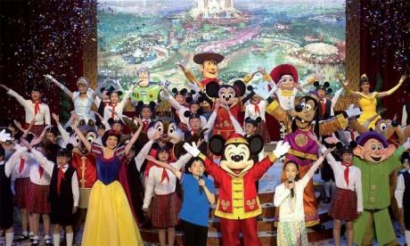 En dépit des déclarations belliqueuses de son concurrent chinois, Disney, avec son image internationale et ses personnages connus de générations d'enfants, apporte avec son parc un précieux atout pour l'industrie touristique de Shanghai.