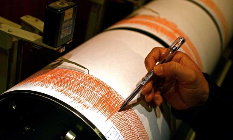 La secousse, dont l'épicentre est situé au large d'Al Hoceima, est survenue vers 03h03 min (GMT).