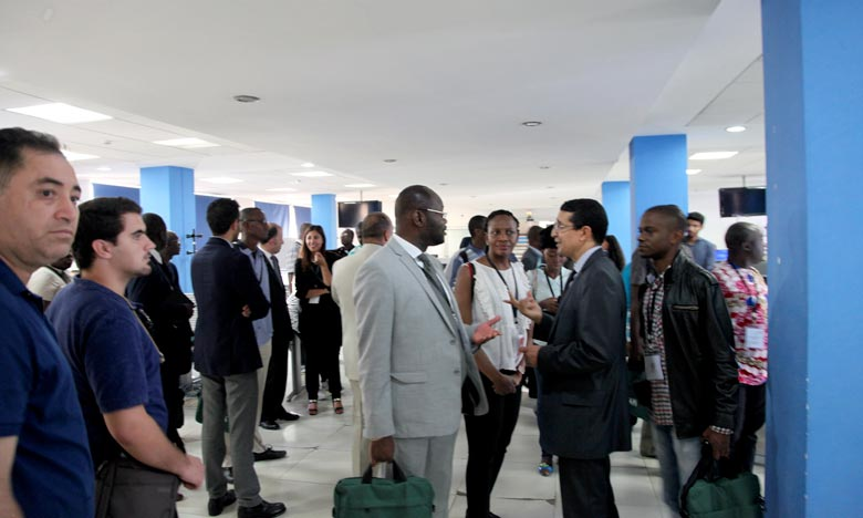 La visite de journalistes africains constitue l'occasion pour les journalistes de se familiariser avec les préparatifs de la COP22, avec les différents aspects liés à la mise en œuvre de l'Accord de Paris. Ph : MAP ? Afrique_Medias_COP22_G1  ©  Les j