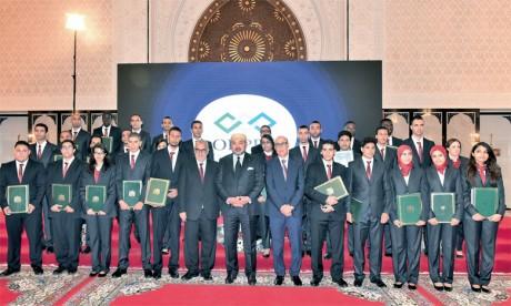 8 octobre 2015 : S.M. le Roi Mohammed VI préside, à Tanger, la cérémonie de remise de diplômes aux lauréats de la formation professionnelle.Ph. MAP