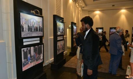 L'exposition a suscité l'intérêt des participants qui ont été nombreux à s'attarder devant les photos. Ph. Saouri