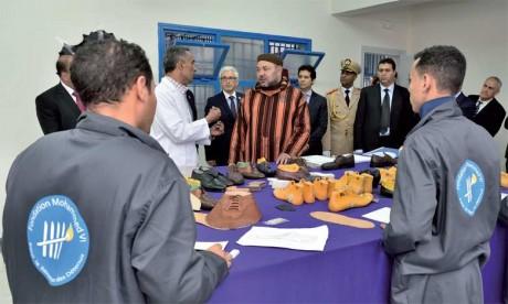 10 juin 2016 : S.M. le Roi Mohammed VI procède, à Salé, à l'inauguration du centre de formation professionnelle de la prison locale El Arjat I.
