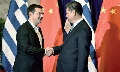 Le Président chinois Xi Jinping et le Premier ministre grec Alexis Tsipras au Grand Palais du Peuple à Pékin.