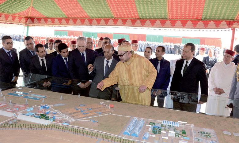 5 février 2016 : S.M. le Roi Mohammed VI procède, au site Phosboucraâ à Laâyoune, au lancement du projet de réalisation du complexe industriel intégré de production d'engrais.Ph. MAP