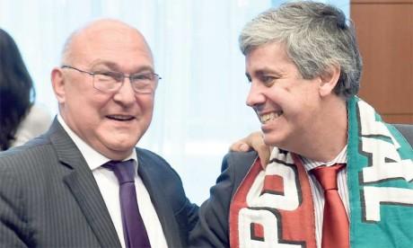 Le ministre des Finances portugais Mario Centeno (d) et son homologie français Michel Sapin, le 11 juillet 2016 à Bruxelles.Ph. AFP