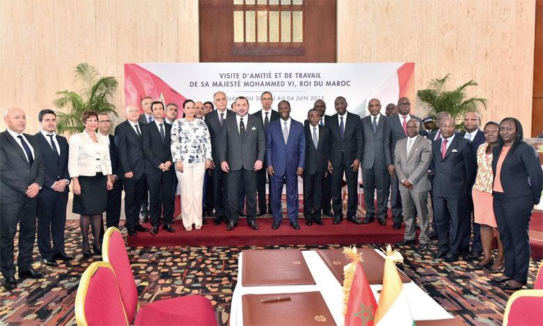 2 juin 2015: S.M. le Roi et le Président de la République de Côte d'Ivoire, M. Alassane Ouattara, président la cérémonie de signature de six accords et conventions de coopération bilatérale dans divers domaines.