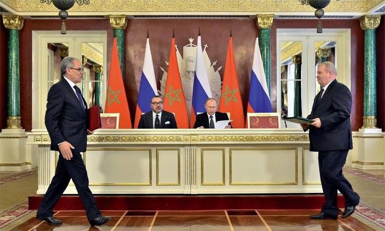 15 mars 2016 : S.M. le Roi Mohammed VI et le Président de la Fédération de Russie, S.E.M. Vladimir Poutine, président, à Moscou, la cérémonie de signature de plusieurs conventions de coopération bilatérale dans divers domaines.Ph. MAP