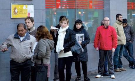 File d'attente devant une agence gouvernementale pour l'emploi à Madrid, le 2 décembre2014.                                                                          Ph. AFP