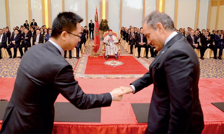 11 mai 2016 : S.M. le Roi Mohammed VI préside, à Pékin, la cérémonie de signature de plusieurs conventions de partenariat public/privé, inscrites dans le cadre du partenariat stratégique liant le Royaume du Maroc à la République Populaire de Chine.Ph